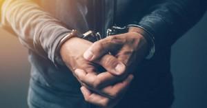 Nέο σοκ! Συνελήφθη δάσκαλος που φέρεται να είχε σχέση με 14χρονη μαθήτρια από το δημοτικό