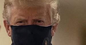 Το πήρε απόφαση ο Τραμπ και άρχισε να φοράει μάσκα