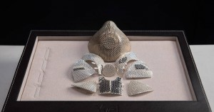 Παρήγγειλε μάσκα για τον κορωνοϊό αξίας 1,5 εκατομμυρίου δολαρίων