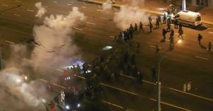 Χάος στη Λευκορωσία: 1.000 νέες συλλήψεις και χρήση πραγματικών πυρών εναντίον διαδηλωτών