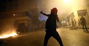 Βηρυτός: Φωτιές και οδομαχίες γύρω από το Κοινοβούλιο