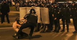 Άγρια επεισόδια στη Λευκορωσία μετά τις εκλογές: Ένας νεκρός, δεκάδες τραυματίες