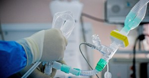 Κορωνοϊός: Διασωληνώθηκε 27χρονη γιατρός στο Πανεπιστημιακό Νοσοκομείο Λάρισας