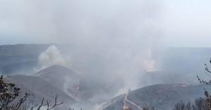 Σε πλήρη εξέλιξη η φωτιά στο Σέλινο-Εκκενώθηκε η παραλία του Κεδρόδασους προληπτικά