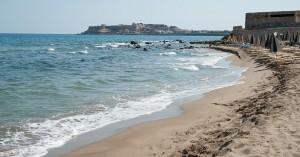 Απαγορεύεται από αύριο η κολύμβηση στην παραλία του Κουμπέ