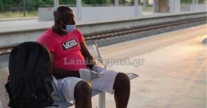 Λαμία: Απίστευτο περιστατικό -Τον πέταξαν έξω από το τρένο γιατί νόμιζαν ότι έχει κορωνοϊό