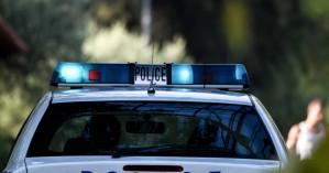 Πιστή επιτέθηκε στους αστυνομικούς για… το πρόστιμο της μάσκας