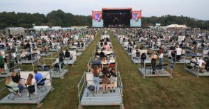 Πρωτόγνωρες εικόνες: Συναυλία με social distancing στην εποχή του κοροναϊού