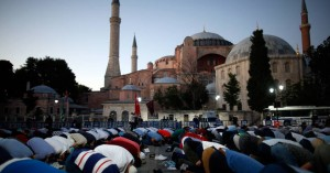 Κάπα Research: Τι πιστεύουν Έλληνες και Τούρκοι για τη μετατροπή της Αγίας Σοφίας σε τζαμί
