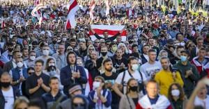 Λευκορωσία: Χιλιάδες διαδηλωτές στο Μινσκ ζητούν την παραίτηση Λουκασένκο
