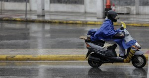 Νέος ΚΟΚ: «Κόβονται» στο μισό τα πρόστιμα για παράνομη στάθμευση δικύκλων