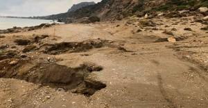 Χανιά: Υποχώρησε το έδαφος σε γνωστή παραλία της Παλαιόχωρας (φωτο)