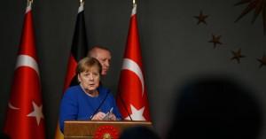 Ο Ερντογάν μιλάει με Ευρωπαίους ηγέτες και προσπαθεί να προλάβει τις κυρώσεις