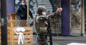 Επίθεση με ματσέτα στο Παρίσι: Συνελήφθη ένας ύποπτος – Χαροπαλεύουν δύο τραυματίες