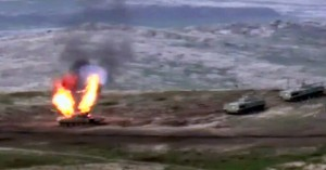 Αρμενία – Αζερμπαϊτζάν: Με βαρύ πυροβολικό συνεχίζουν τις συγκρούσεις, δεκαέξι νεκροί