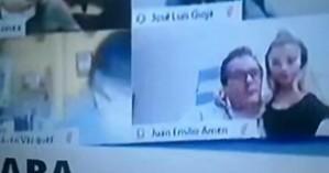 Βουλευτής φιλούσε το στήθος της συντρόφου του σε live τηλεδιάσκεψη του κοινοβουλίου