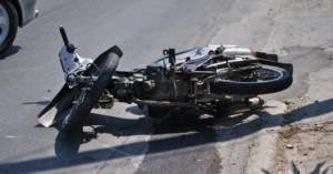 Μηχανάκια συγκρούστηκαν μετωπικά - Ένας νεκρός και ένας 15χρονος τραυματίας