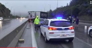 Τροχαίο στη Θεσσαλονίκη: «Δίπλωσε» νταλίκα στην έξοδο του Δερβενίου