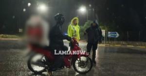 Ιανός: Ντελιβεράς - Ήθελε να περάσει μέσα από τον πλημμυρισμένο δρόμο να πάει παραγγελία!