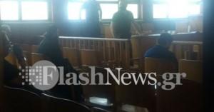 Ρέθυμνο: Ξεκίνησε η δίκη του ιερέα αφού αναγκάστηκε να βάλει μάσκα! (φωτο)