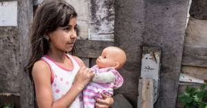 ΕΕ: Ενα στα τέσσερα παιδιά Ρομά στην Ευρώπη υποσιτίζεται