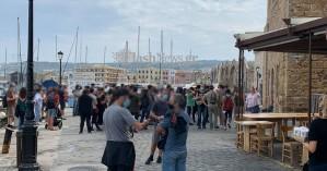 Rosa Nera: Συγκεντρώθηκαν έξω από το ΚΑΜ στο παλιό λιμάνι - Αυξημένη η παρουσία της ΕΛΑΣ