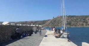 Στο «κλειστό» κολυμβητήριο στο Ακρωτήρι και οι μετανάστες από την Γαύδο