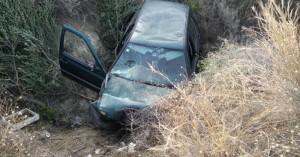 Αυτοκίνητο έπεσε σε γκρεμό – Εγκλωβίστηκαν δύο γυναίκες (φωτο)