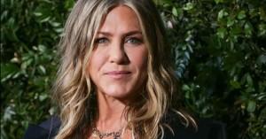 Το beauty trick της Jennifer Aniston για να απαλλαγεί από το πρήξιμο στο πρόσωπο