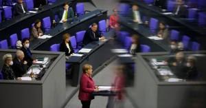 Μέρκελ: Βρισκόμαστε σε δραματική κατάσταση – Διακοπές και αντιδράσεις κατά την ομιλία της