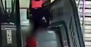 6χρονο κορίτσι &βρέφος με σοβαρά τραύματα στο κεφάλι μετά το παιχνίδι σε κυλιόμενες σκάλες