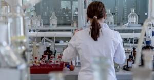 Κορωνοϊός: Aνεστάλη η κλινική δοκιμή της θεραπείας της Regeneron