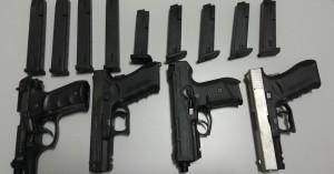 Τέσσερα πιστόλια και 8 γεμιστήρες βρέθηκαν στην κατοχή ατόμου στον δήμο Πλατανιά