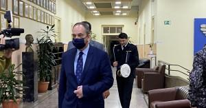 Γιάννης Πλακιωτάκης: Παραμένει στη ΜΕΘ με υψηλό πυρετό
