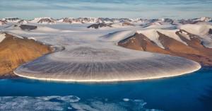 Η ποσότητα του πάγου που έχασε πέρυσι η Γροιλανδία ζαλίζει με τα νούμερά της