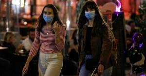Τα 667 κρούσματα φέρνουν πιο… κοντά μάσκες παντού και τοπικά lockdown