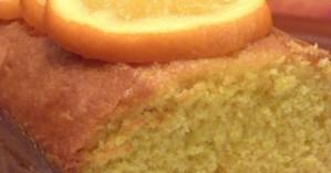 Σιροπιαστό κέικ πορτοκαλιού με καρύδα