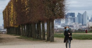 Τέλος Δεκεμβρίου πιθανόν να είναι διαθέσιμα τα εμβόλια κατά του κορωνοϊού στη Γαλλία