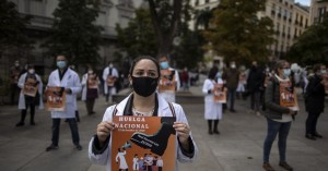 Ισπανία: Γιατροί και νοσηλευτές διαδήλωσαν κατά των περικοπών στον τομέα της Υγείας