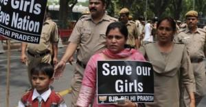 Ινδία: Βιάζουν γυναίκες για να τις «βάλουν στη θέση τους»