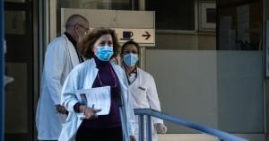 Κορωνοϊός: Πέθανε η μητέρα του άνδρα που είχε αναρτήσει πανό στο νοσοκομείο
