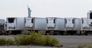 Εκατοντάδες σοροί θυμάτων του κορωνοϊού στη Ν. Υόρκη παραμένουν επί μήνες σε φορητά ψυγεία