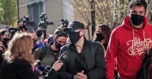 Στον εισαγγελέα με χειροπέδες ο Νότης Σφακιανάκης: «Είμαι εγκληματίας», είπε