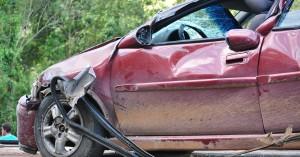 Hράκλειο: Αυτοκίνητο έπεσε στα βράχια στον Καρτερό