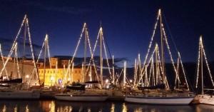 Πανέμορφος χριστουγεννιάτικος στολισμός στο ενετικό λιμάνι των Χανίων (φωτο)
