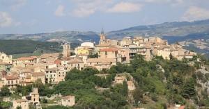 Ειδυλλιακό χωριό προσφέρει τα εγκαταλελειμμένα του σπίτια για μόλις 1 ευρώ