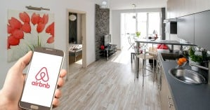 Πώς γίνονται κρυφά κορονοπάρτι σε μισθωμένες βίλες μέσω Airbnb