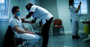 Politico: Πώς η Ευρώπη απέτυχε στην κούρσα των εμβολίων -Αργοπορίες, λάθη, γραφειοκρατία