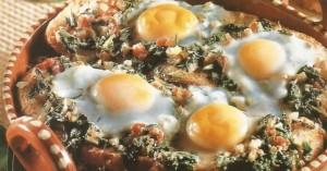 Χωριάτικο ψωμί στο φούρνο με σπανάκι και αυγά