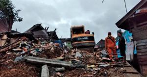 Μάχη με τον χρόνο για να βρεθούν επιζώντες στα συντρίμμια μετά τον σεισμό στην Ινδονησία